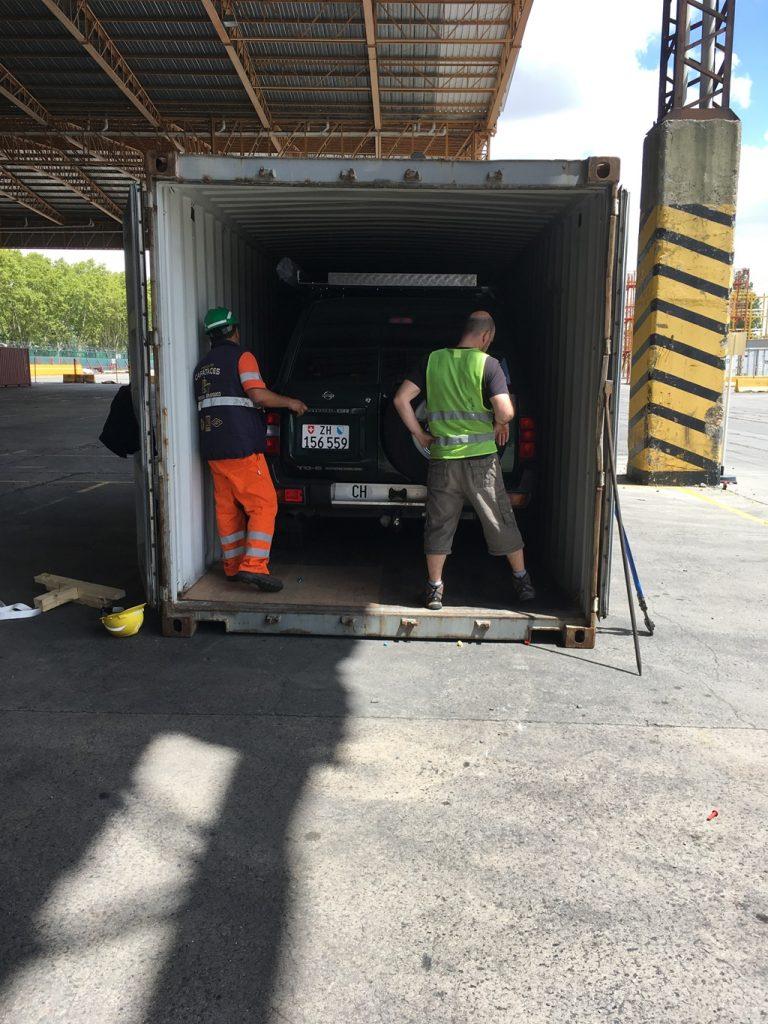 Endlich wird der Container geöffnet!!!