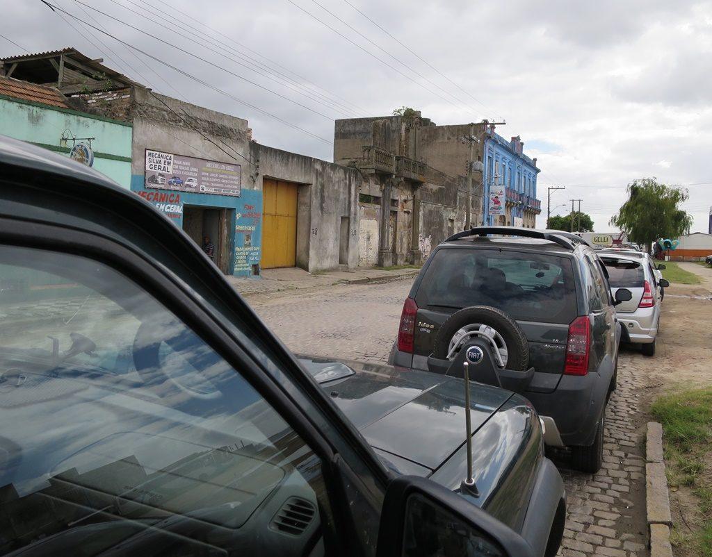 Warten auf die Fähre in Ponta Grossa