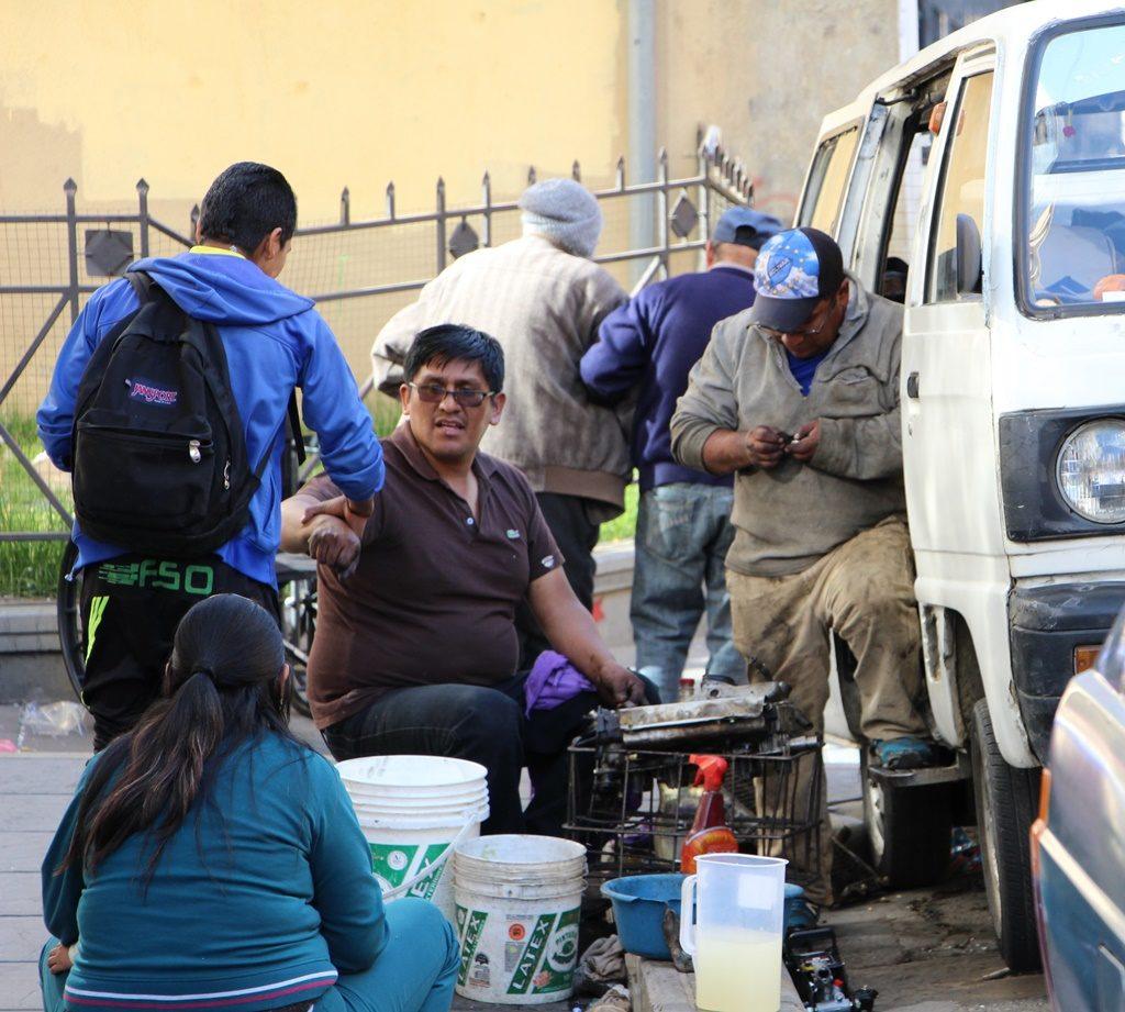 La Paz - Autowerkstatt auf der Strasse