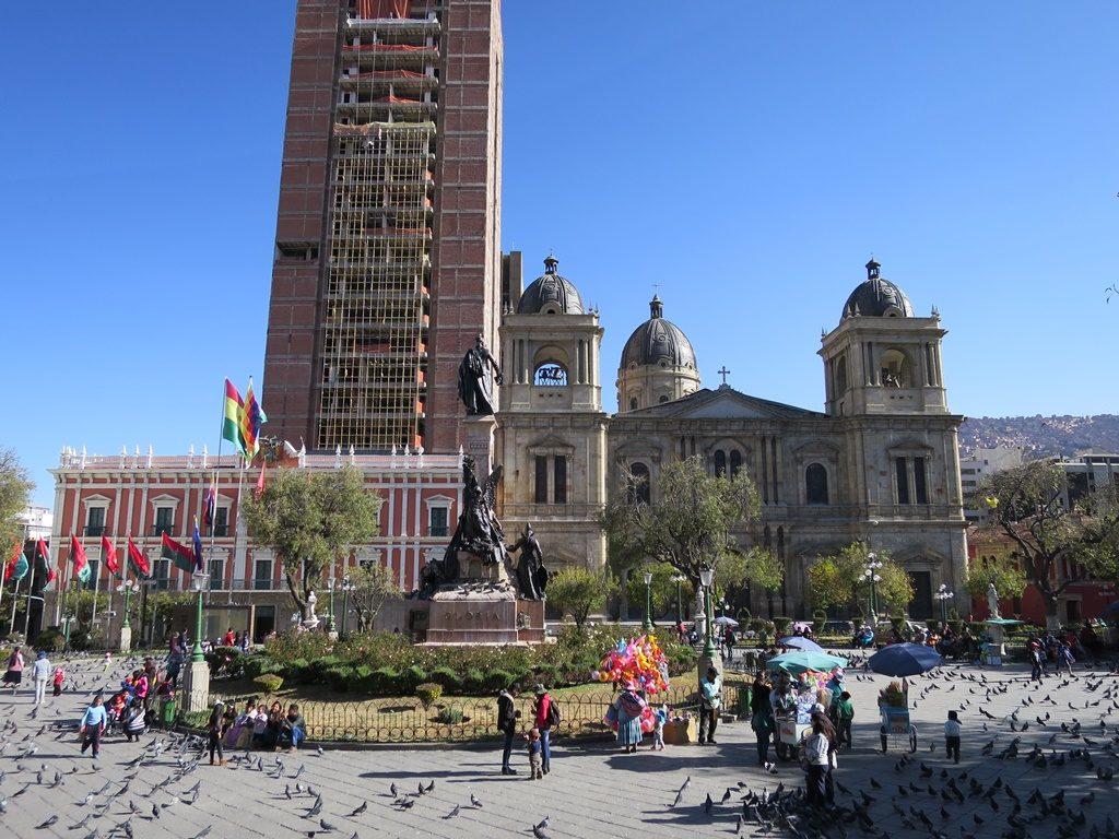 La Paz - neuer Präsidentenpalast vor Kolonialbauten