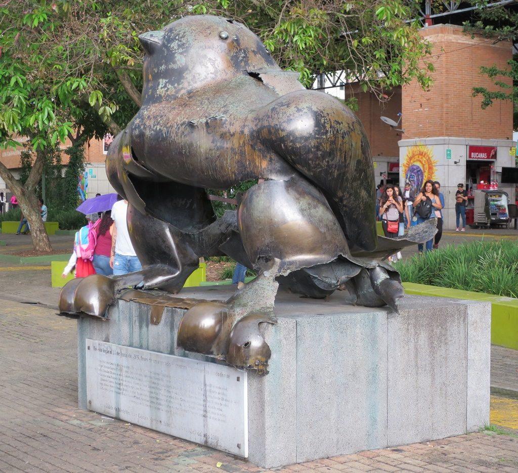 zerbombte Friedenstaube in Medellin